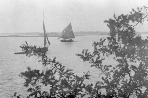 F_old-oyster-sailboats